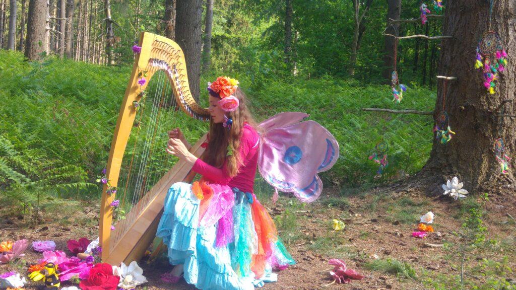 De Dansende Vlinder 'Linda' neemt jong en oud mee op droomreis, begeleid door magische klanken!